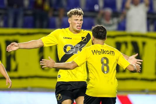 Sydney van Hooijdonk viert een van zijn twee doelpunten tegen FC Den Bosch