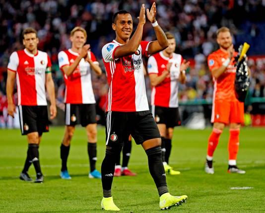 Renato Tapia bedankt het publiek na de 4-0 winst op Dinamo Tbilisi.