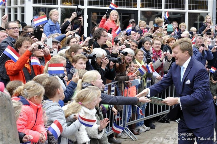 Koning Willem-Alexander tijdens het streekbezoek aan Twente