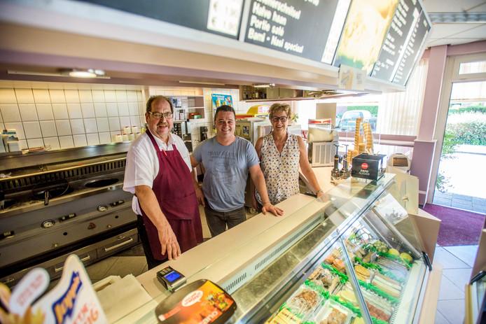 na 40 jaar stoppen met werken Rini van Venrooij stopt na 40 jaar friet bakken: 'Nagenoeg  na 40 jaar stoppen met werken