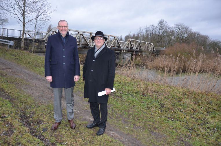 Burgemeester Du Tré (CD&V) en parlementslid Jos De Meyer zijn verheugd dat er eindelijk een startdatum vastligt voor de werken aan de Durmebrug en de N446.
