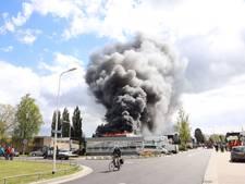 Autobedrijf in Oldenzaal verwoest na grote brand