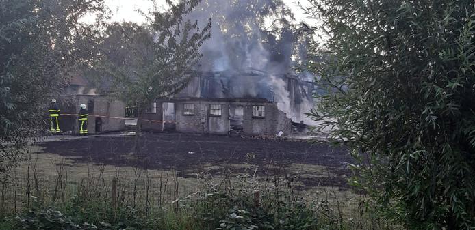 Schuur afgebrand in Langeweg