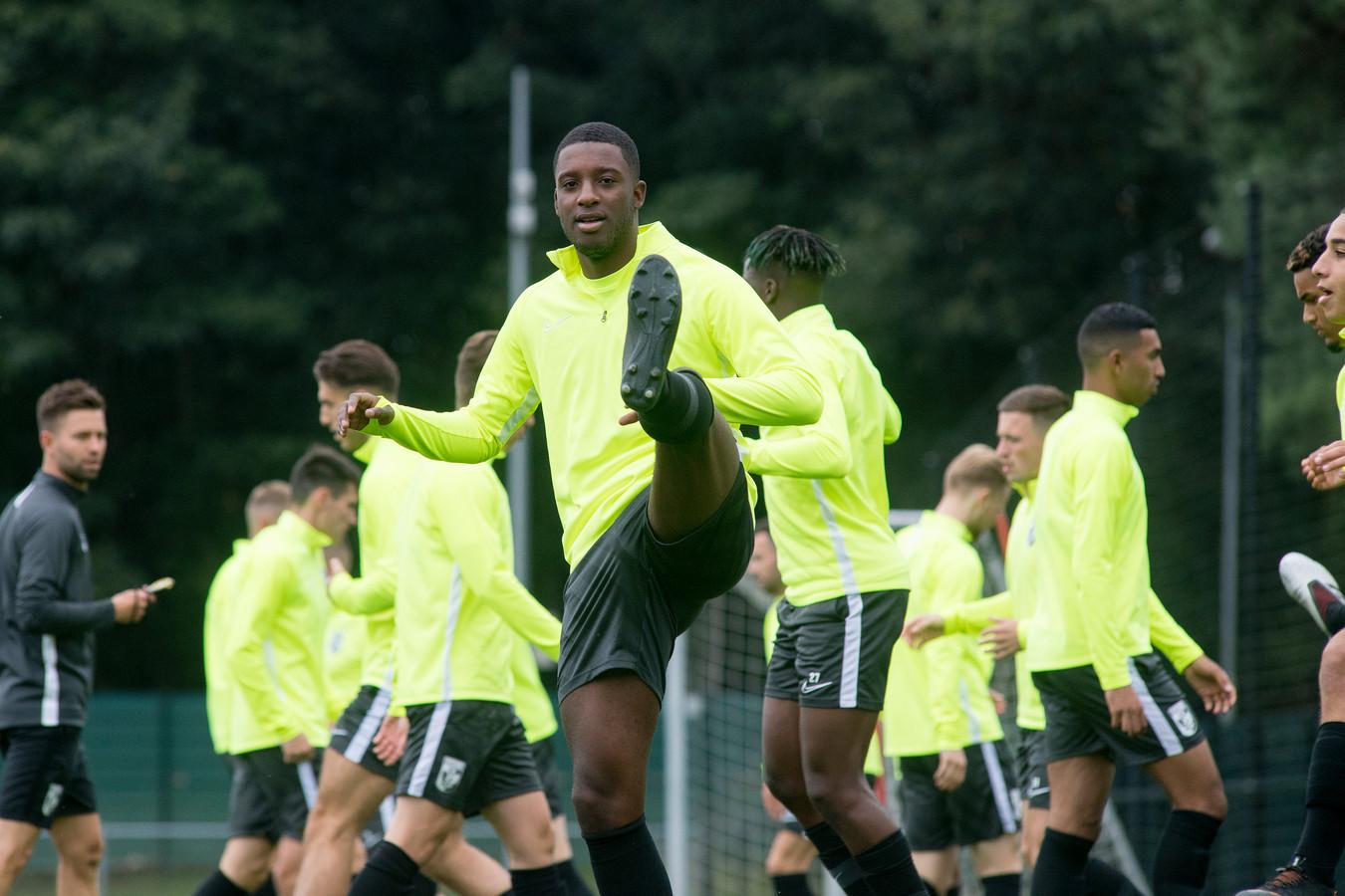 Riechedly Bazoer op zijn eerste training bij Vitesse.