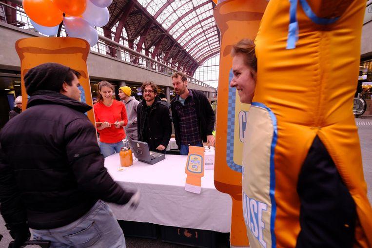 Jelle De Beule en Otto-Jan Ham verkochten hun chalarmaise-saus voor 5 euro per flesje.