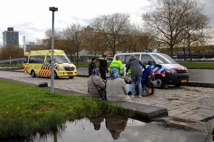 De man is ter controle naar het ziekenhuis gebracht.