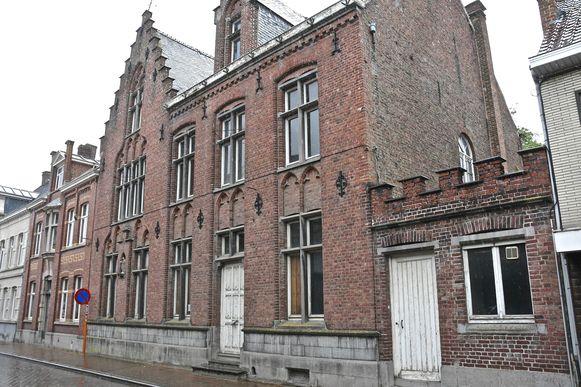 De oude dekenij in de Magdalenastraat is al jaren onbewoond.