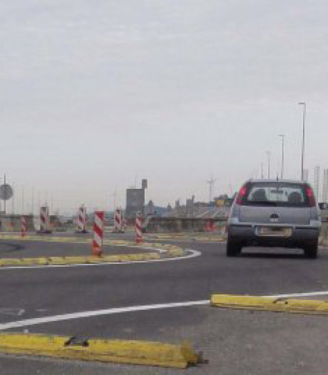 Tijdelijke rotonde op N62 bij Nieuwdorp krijgt 'kattenogen'