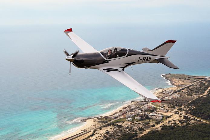 Zelf Vliegen koopt twee toestellen van het type Blackshape Gabriel om de nieuwe vliegers van Transavia op te leiden.