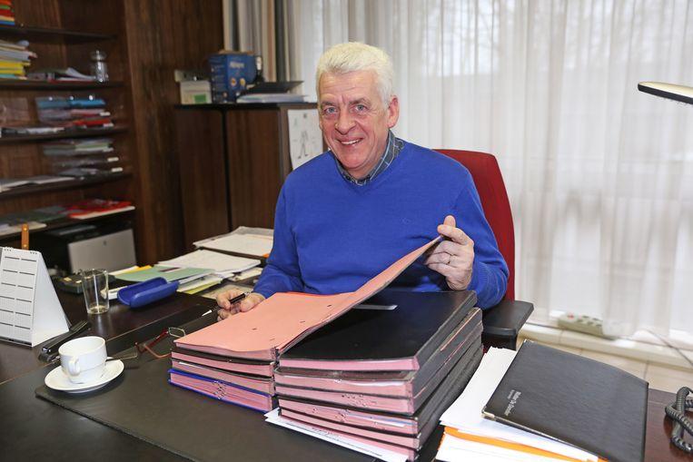 Walter De Donder in zijn burgemeesterskabinet in Affligem.