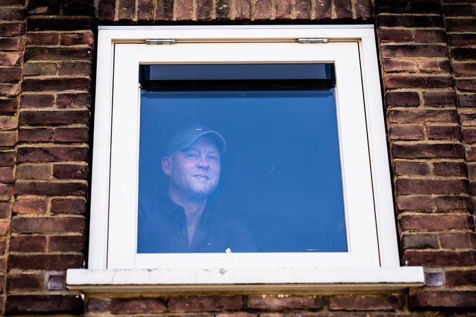 Martijn van Butselaar zet de pet van Arnhem Centraal af en houdt die van Code Oranje op.