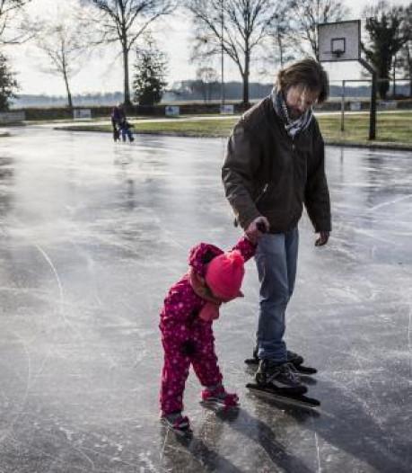 'Op diverse plaatsen in Nederland ligt dinsdag een schitterende ijsvloer'