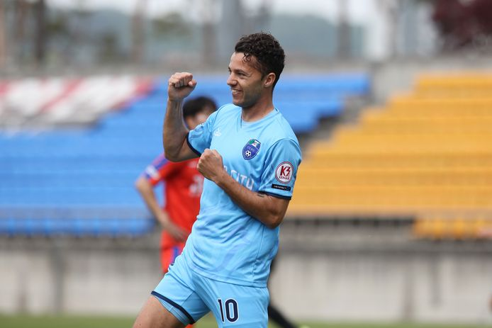 Jerry van Wolfgang speelde zijn eerste oefenduel al voor Cheonan City FC in Zuid-Korea. Hij scoorde tweemaal en begint deze zaterdag aan de competitie.