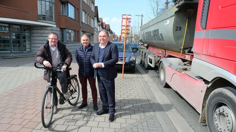Als het aan Koen T'Sijen (PRO Boechout&Vremde), Dis Van Berckelaer (BbA) en Erik Broeckx (N-VA) ligt, passeert deze vrachtwagen hier binnenkort niet meer.