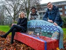 Marcel (65) werkte urenlang met asielzoekers aan een Utrechts bankje: 'Alle gesprekken hebben me verrijkt'