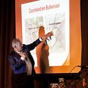 Bestuurder Hans Ensing van Bravis ziekenhuis legt uit waarom gekozen is voor locatie Bulkenaar bij Roosendaal.