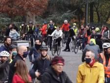 Partisans et opposants à la réouverture du Bois de la Cambre manifestent en même temps