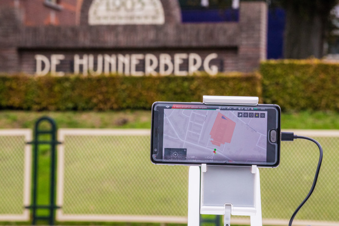 Met je drone boven een gevangenis vliegen is er niet meer bij. Het rode kader rondom De Hunnerberg in Nijmegen geeft het vergrendelde gebied weer.