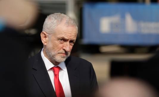 Net als Theresa May gaat oppositieleider Jeremy Corbyn in het Brexit-debat gebukt onder oproer in eigen gelederen.