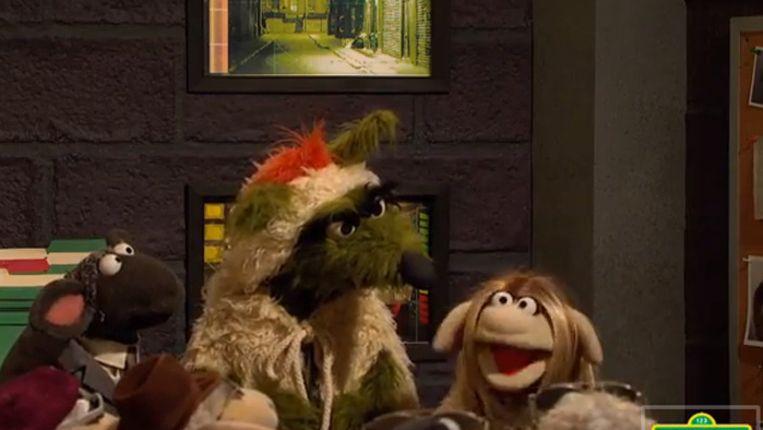 Sesamstraat doet Homeland, met 'Brody' in het midden en op rechts: Carrie. Beeld null