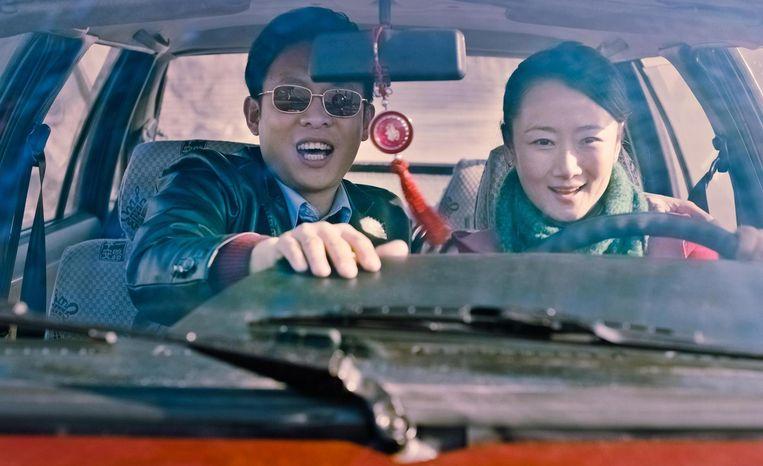 Tao Zhao (r), echtgenote van Jia Zhangke, in Mountains May Depart. Beeld