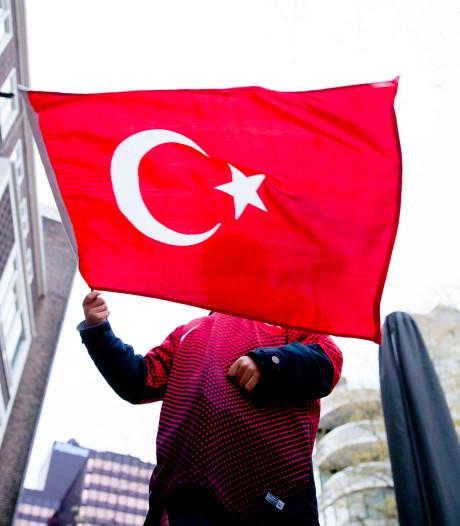 Turkse politieke bijeenkomst na 'doodsbedreigingen' verplaatst