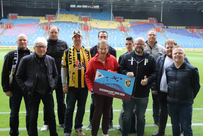 Het Vitesse Fan Platform in GelreDome met het 'Airborne-ontwerp' van de nieuwe seizoenkaart van de Arnhemse club.