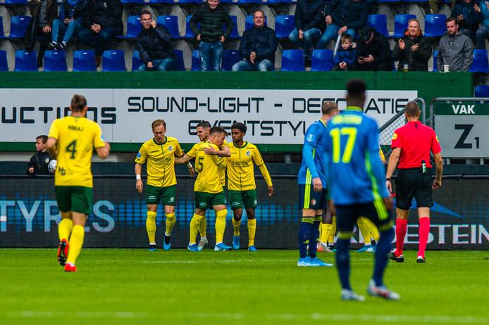 Fortuna Sittard viert feest in de competitiewedstrijd tegen Feyenoord.