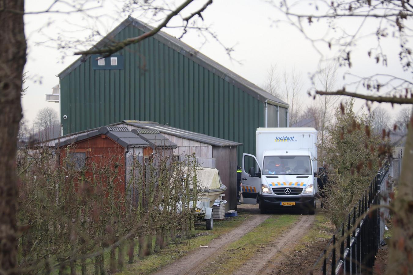De wietkwekerij was verborgen in een loods aan de Molenvlietsedijk in Tholen.