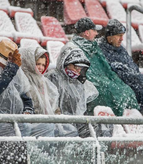 KNVB wil in gesprek met clubs én supporters over extreem weer