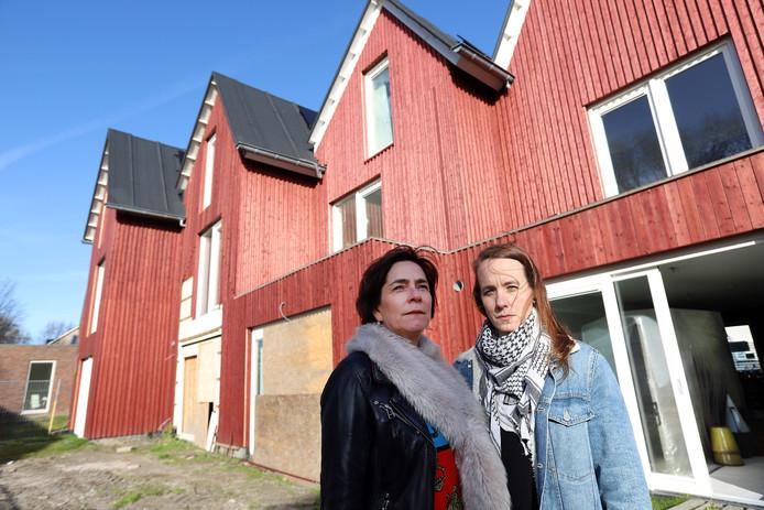 De huizen zijn vanwege brandgevaar onbewoonbaar verklaard.
