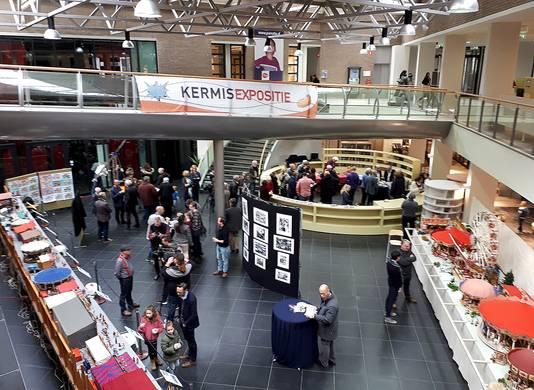 De opening van de nostalgische kermis in Parrotia Roosendaal