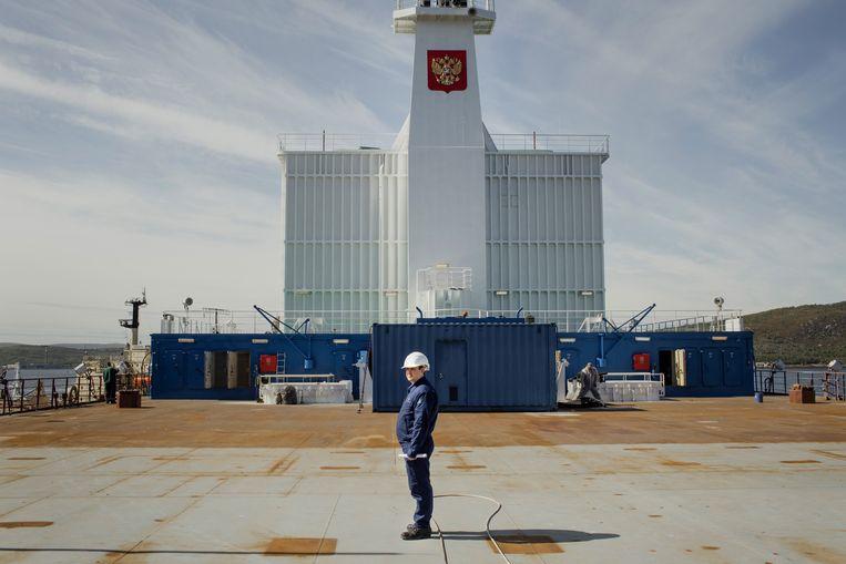 Aan boord van de kerncentrale Akademik Lomonosov, waar ingenieur Vladimir Iriminkoe een rondleiding geeft.