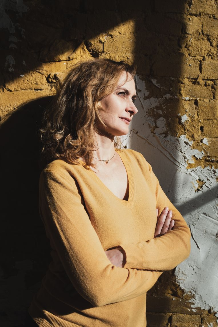 Jannah Loontjens (1974) werd inDenemarken geboren.Ze groeide op inZweden en Nederland en promoveerde in de filosofie inAmsterdam. Naast dicht- en essaybundels publiceerde ze vier romans. Vorig jaar verscheen de romanWie weet, die speelt in Amsterdam op de avond voor de grote protestmars na de aanslag op Charlie Hebdo.  Beeld TO