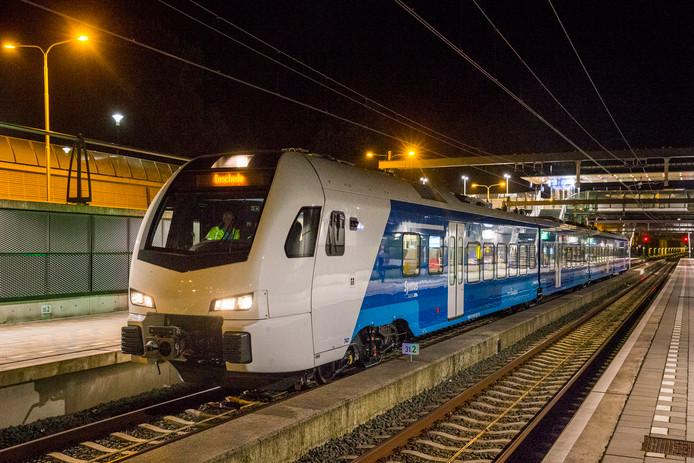 Een Keolis-trein op het station in Nijverdal