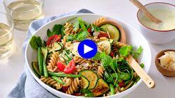 De lunch van je dromen: snelle en gezonde zomerpasta die barst van de groenten
