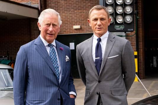 Visite du prince Charles dans les studios de tournage du prochain James Bond, le 20 juin.
