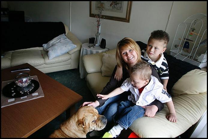 Angela Nuismer-Jeruissen met haar kinderen. Foto Kees Martens
