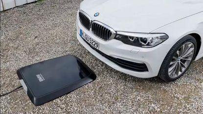 BMW ontwikkelt gigantisch pad voor draadloos opladen wagens