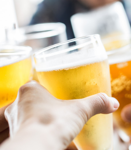 147 mensen moeten blazen bij alcoholcontroles in Moerdijk en Klundert