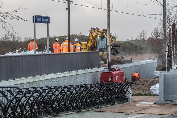 Afgelopen weekend zijn door spoorbeheerder ProRail de puntjes op de i gezet bij station Zwolle Stadshagen. Het perron is verlengd.
