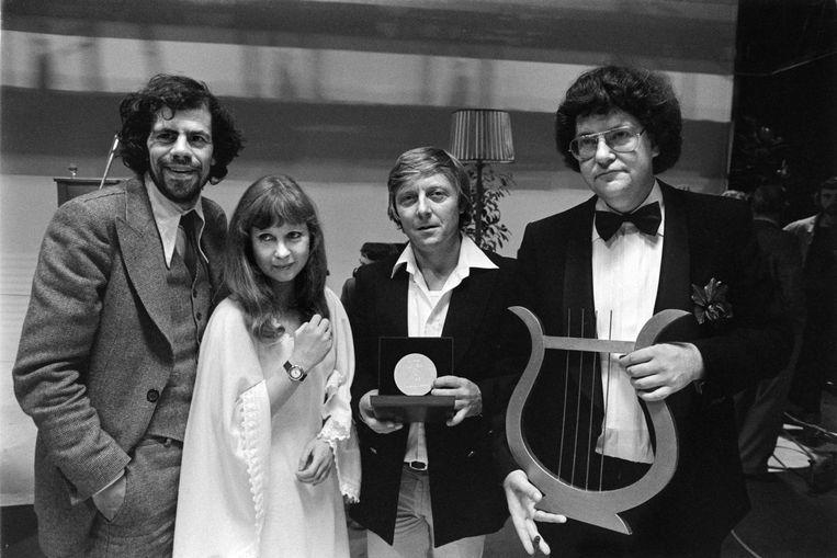 Zilveren Nipkowschijf voor J.J. De Bom (1979) met regisseur Frans Boelen (rechts) Beeld HH