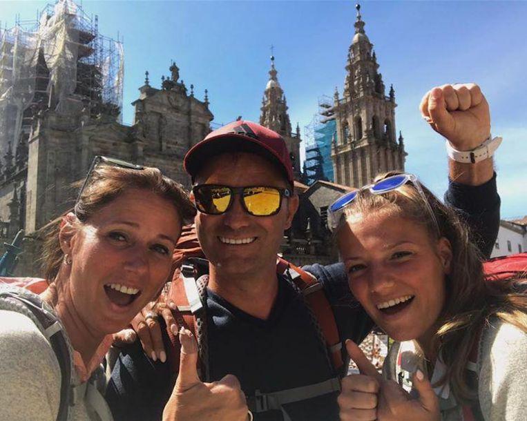 Gelukt! Het gezin bereikt de kathedraal van Santiago de Compostela.