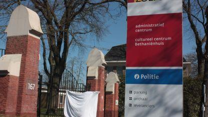 Gemeente toont warm hart met witte lakens en steunkaartjes