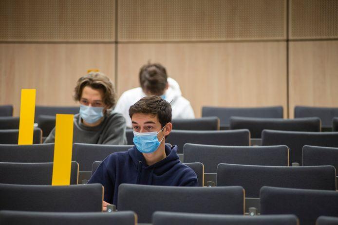 Er werd opnieuw fysiek lesgegeven op de Antwerpse hogescholen en de universiteit. Zij het wel in heel beperkte kring.