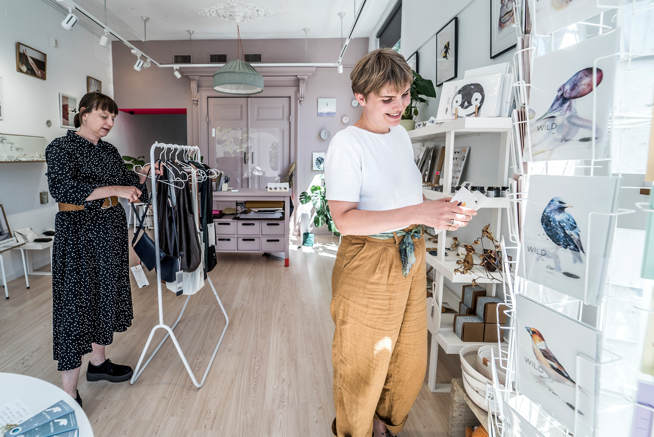 Margot Weijer (links) en Lies de Vooght waren met hun winkel-werkplek pas twee weken op toen het coronavirus hard toesloeg in Nederland.