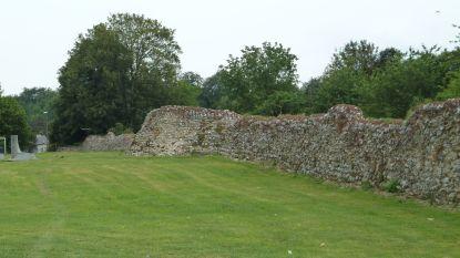 Infrax boort gat in Romeinse muur in Tongeren