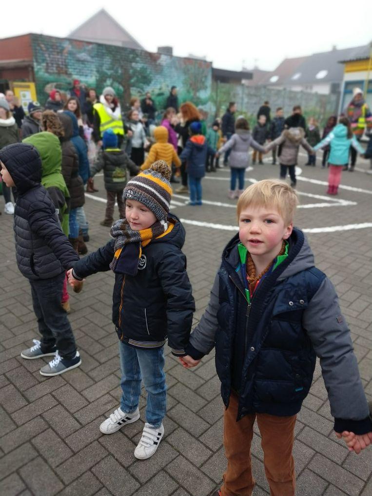 Enkele leerlingen van basisschool De Zilverberk in Haaltert tijdens de klimaattop.