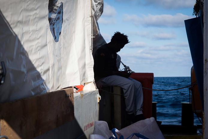 Migranten op de  Sea-Watch 3.
