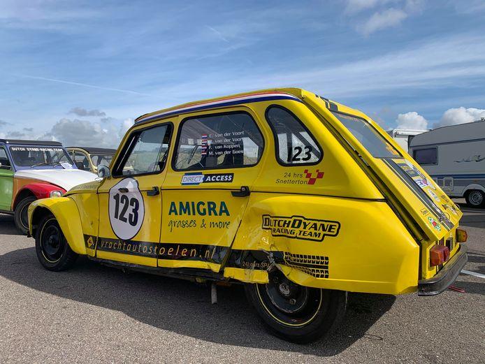 De acht-uursrace van Zandvoort is voor het Dutch Dyane Racing Team met een zware crash geëindigd. De auto van de Westlanders raakte daarbij op zijn zij en kon niet verder rijden.